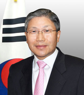 3-1.-Consul-General-Han-Dong-man-Portrait_opt
